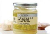 Mustard / A variety of spicy mustards