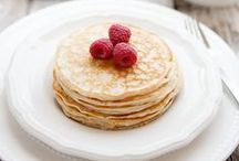 Easy Low-Carb Breakfast Recipes / Just because something is low in carb doesn't mean it has to taste bad. These easy low-carb breakfast recipes will help you enjoy your first meal of the day, while you don't eat a lot of unnecessary carbs. Don't worry, you can make these breakfasts even if you're not awesome in the kitchen.  https://www.lowcarblab.com/