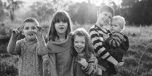 PHOTOGRAPHY: Siblings / Sibling Posing Ideas #siblingphotography #siblingphotos