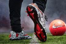 Korki, halówki [piłka nożna] / Piłka nożna to sport' w który gra się umysłem. ~Johan Cruyff'