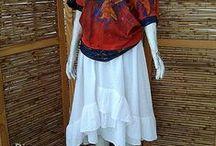 Valsinha / Blusa malha pintada a mão  Saia bordada babados