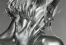 """Guido Argentini PHOTOS / El fotógrafo italiano Guido Argentini. Su proyecto """"Silvereye"""" (ojo de plata) es un trabajo verdaderamente exquisito con fotografías sorprendentes en las que el artista convirtió a las mujeres en unas estatuas vivas cubiertas de una pintura plateada especial. The Italian photographer Guido Argentini. His project """"Silvereye"""" (silver eye) is a truly exquisite work with amazing photographs in which the artist turned women into a living statues covered in a special silver paint."""