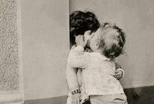 bésame,  bésame mucho.  / Por  un beso...la  vida  entera  diera..