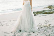 BRIDAL DRESSES / Wedding gowns