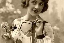1920's Tops and Blouses / 1920's wardrobe in detail. Read more here -  https://fascinationstreetvintage.wordpress.com/2015/06/02/1920s-tops-and-blouses/