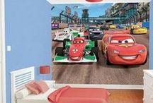 Fotomurales Disney / Los #fotomurales de la colección Disney de Komar llevan a las paredes de los cuartos infantiles a conocidos personajes como Rayo McQueen, Jack Sparrow o las princesas Disney. Perfectos para poner una nota divertida en sus habitaciones o cuartos de juegos.
