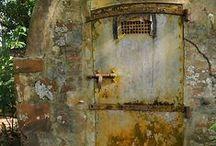 Abandoned  houses & churches / Verlaten huizen enz.
