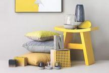 Žiarivá žltá / Žltá farba je z celého farebného spektra tá najžiarivejšia. Je to farba, ktorá našu pozornosť upúta omnoho viac, než akékoľvek iné farby.  Žltá farba takmer v každej kultúre predstavuje slnečný svit, šťastie a pocit tepla. Čo tak začleniť trochu šťastia aj do vašej domácnosti?