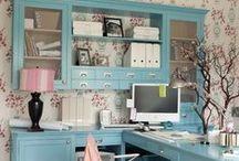 Escritório e organização / Ter um escritório em casa, os chamados Home Office é tudo de bom... ainda mais pra quem trabalha à partir de casa é fundamental que ele esteja bem organizado...