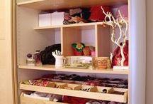 Acessórios femininos e organização / Mulheres e os seus tantos acessórios... separados por categorias e guardados de forma organizada ajudam a ganhar tempo na hora de vestir e se arrumar...