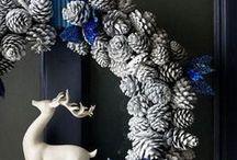 Decora Puertas en Navidad / Nos gustaría dejarte algunas ideas para que tu puerta de entrada luzca más bonita que nunca esta Navidad. ¡Atrévete!