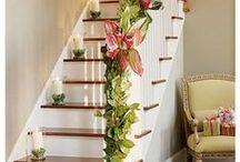 Barandillas (muy) navideñas / ¿Te atreves a decorar con un toque muy personal las barandillas de aluminio de vuestras escaleras? ¿Y las partes exteriores de aluminio de tu casa? ¡Decorar es muy fácil y barato!