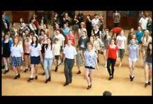 Flashmob - Mobilisation éclaire / Le flash mob, est le rassemblement d'un groupe de personnes dans un lieu public pour y effectuer des actions convenues d'avance, avant de se disperser rapidement. (Wikipédia ;) )
