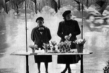 PARIS VU PAR IZIS BIDERMANAS / Izis, de son vrai nom Israëlis Bidermanas, est né à Marijampole (Lituanie, alors territoire de l'Empire russe) le 17 janvier 1911. Emigré à Paris en 1930, dans le but de fuir les persécutions antisémites et avec le désir de devenir peintre, il travaille comme clandestin dans des laboratoires photographiques. À partir de 1933, il est responsable d'un studio de photographie traditionnelle dans le 13e arrondissement. Il est mort à Paris le 16 mai 1980.