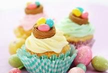 """Ihania pääsiäisherkkuja / Pääsiäinen on yksi suosikki """"ruokajuhlistamme"""", sillä silloin saa syödä kaikkia herkullisia ruokia, kuten mämmiä ja pashaa. Nam!"""