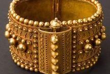 Bracelets / Brazaletes de oro / by MMCL