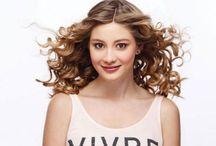 Cabello rizado / curly hair / El tener un cabello sano y hermoso es el reflejo de una buena alimentación y de adquirir hábitos para su cuidado. *