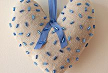 Craft: felt & fabric hearts / *