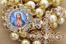 Coleção de terços / Ave Maria cheia de graça o senhor é convosco, bendita sois vós entre as mulheres e bendito é o fruto do vosso ventre jesus