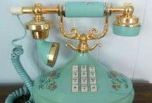 Telefones antigos / O silêncio de uma longa espera, pode ser quebrado com um simples e breve telefonema..... pense nisso.