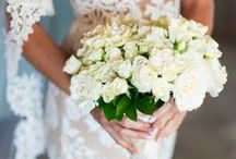 Bridal and bridesmaid bouquets / Flowers are an important element into you overall wedding decor! Let's get inspired!
