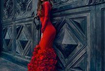 Red Dresses/Šaty v Červenom