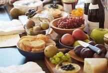 Tema - Toskaans/Middeleeuse / As ek Toskaans dink, dink ek wynlandgoed, landelike eenvoud met 'n tikkie middeleeuse misterie. Kaas en wyn, trosse drywe en 'n sweempie Griekse skoonheid.