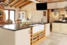 Henfield Barn / Somerset Sleeps 15 in 6 en suite bedrooms with spa facilities and outdoor heated pool.