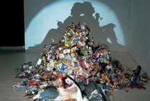 trash art / lixo sendo utilizado para produzir arte no geral.