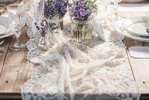 """Provence Wedding- Hochzeitsinspiration / Duftender Lavendel in strahlendem Lila ziert im Sommer ganze Landstriche in Frankreich. Sorgen auch Sie auf ihrer Hochzeit für diesen besonderen edlen, französischen Flair! Nichts leichter als das: mit der Papeterie-Serie """"Provence wedding""""."""