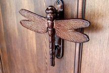 Someone knocking at the door / Door knockers