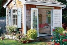 Tiny Houses & Small Living Ideas / A curated collection of small and tiny homes in cottage, farmhouse or cabin styles.  Plus small living ideas to help make living small comfy.