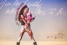 Headdresses hit BURNING MAN / What can we say: we simply L-O-V-E Burning Man and we enjoy so much when customers/people use an Indian headdress to make a statement.