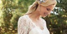 Marylise / Moderne Romantik mit raffinierten Details Brautkleider für die junge, dynamische, modebewusste Frau, die weiß, was sie will. Ihr Hochzeitskleid muss ihren Wünschen und ihrer Persönlichkeit entsprechen. Die Kleider bestechen durch modische Schnitte, raffinierten Details, überzeugen ohne unnötigen Schnickschnack und bestechen durch Ihre pure und dennoch sportliche Eleganz