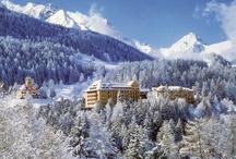 ROBINSON Club Schweizerhof / Zwischen weißen Gipfeln und schwarzen Pisten, 1.280 m ü.d.M. am Ortsrand des Kurorts Bad Tarasp-Vulpera, liegt das Jugendstil-Palais des ROBINSON Clubs Schweizerhof. Inmitten der Berge des Unterengadins bietet sich ein herrlicher Ausblick über das Inntal. Nur drei km vom Club entfernt liegt der kleine Ort Bad Scuol, nach St. Moritz sind es etwa 60 km. In unmittelbarer Nähe befindet sich eines der attraktivsten Skigebiete des Engadins mit circa 80 km Abfahrten aller Schwierigkeitsgrade.