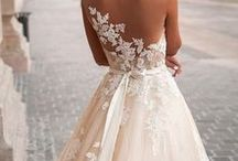 Wedding Dresses / This is some dresses who I think deserve a place in this beautiful world.