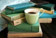 Café y lectura / Coffee and books. Disfrutar de una a taza de café y una buena lectura, quizá uno de los mayores placeres de la vida.