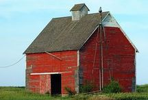 BARNS AND MORE / old rustic barns...