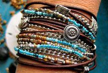 Bracelets / Pulseras