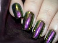 Holographic Nails / Holographic nails, hot designs forever! You should never miss them.