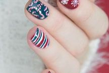 Christmas Nails / Christmas nails, get more great nail ideas and try one to spend your wonderful Christmas holiday:)