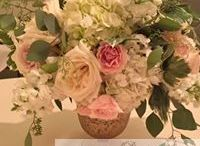 Low Centerpieces / Romantic and lush ways to set the tone at any wedding by AntebellumDesign.com