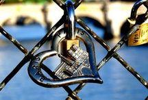 """Paris Bridges / Paris bridges pictures: """"Love Locks"""", Pont Neuf, Alexandre III, Bir-Hakeim..."""