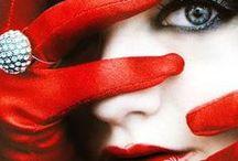 ★ Vermelho / A cor vermelha ativa e estimula, significa elegância, paixão, conquista, requinte e liderança. O vermelho significa ainda força, virilidade, masculinidade, dinamismo. É uma cor exaltante e até enervante quando em excessos.  É uma cor essencialmente quente, transbordante de vida e de agitação. O vermelho escuro ou vermelho bordô significa elegância, requinte e sofisticação.