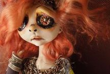 ART DOLLS tarafından / It's the unique and slightly off beat dolls that I desire so much.  These are some of my favorite pieces./Tamra Kimzey