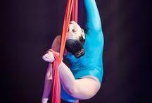 La ginnastica aerea / Sono tante le discipline specifiche della ginnastica aerea: il cerchio, i tessuti, il trapezio... si rimane a bocca aperta davanti alle figure di queste ragazze