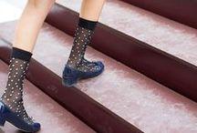 Statement Socks | Trend Accessoire / Socken sind im Winter nicht nur zweckmäßig, sondern auch ein tolles Accessoire, um schlichte Looks aufzupeppen. Hier findet ihr Inspirationen mit Socken und Strümpfen aller Art.