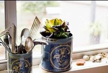 Small Space Gardens / Growing vegetables and herbs in a small space, container gardening or balcony gardens