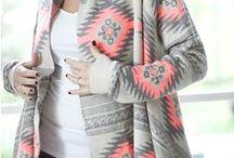 Bohème chic / Le look bohème chic Tienda Elena : imprimés colorés, bijoux et accessoires ethniques et chics pour signer toutes les allures stylées du printemps.