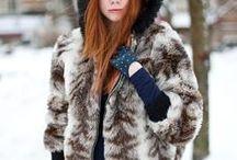 Glam look / Glamour / www.amandinebaron.com / Style glam / féminin, moulant, fendu, décolleté, couleurs profondes, brillant, imprimé léopard, cuir, talons, élégant